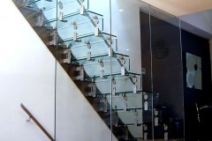 Cantilever Glass Staircase 03s